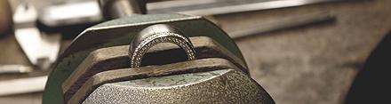 Design eller vælg Jeres helt personlige forlovelsesringe eller vielsesringe